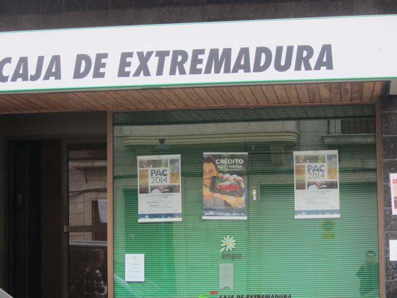 Caja de extremadura anticipa el pago de las ayudas de la for Caja de extremadura oficinas